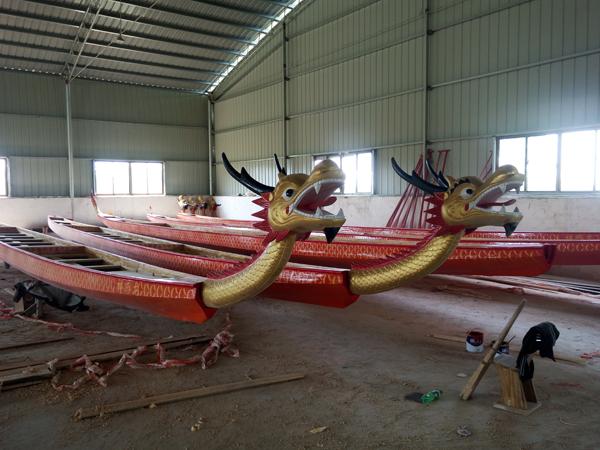 22人木制玻璃钢龙舟